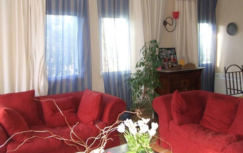 Location de vacances - Villa à Saint-Rémy-de-Provence - Salon très ensoleillé et confortable