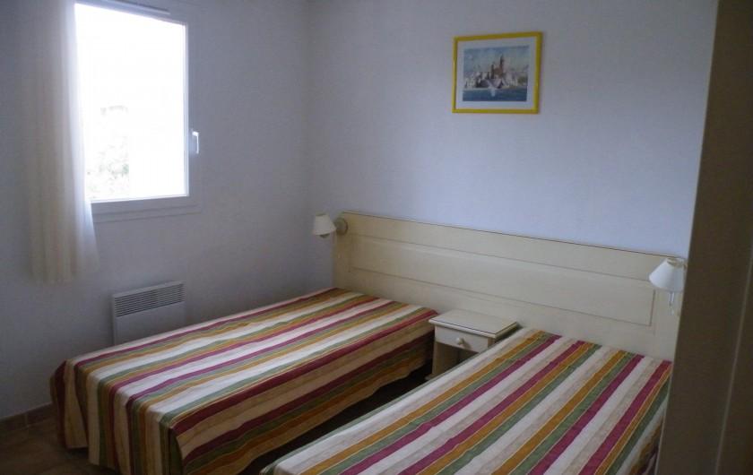 Location de vacances - Villa à Homps - Chambre de l'étage (les 2 lits peuvent être rapprochés)