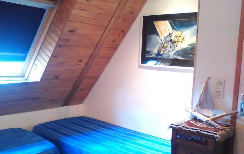 Location de vacances - Gîte à Perros-Guirec - 2 lits simples à l'étage du gîte Ploumanach