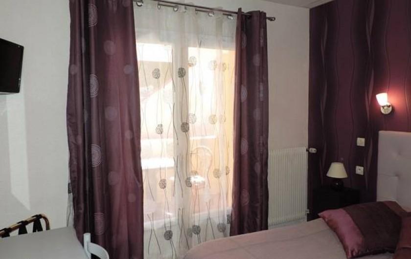 Location de vacances - Hôtel - Auberge à Saint-Paul-de-Fenouillet - chambre avec logia