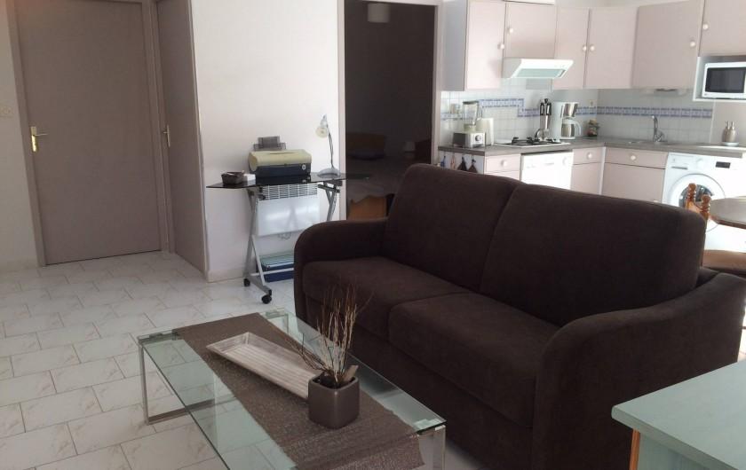 Location de vacances - Villa à Frontignan - Séjour agréable et convivial, un canapé très confortable.