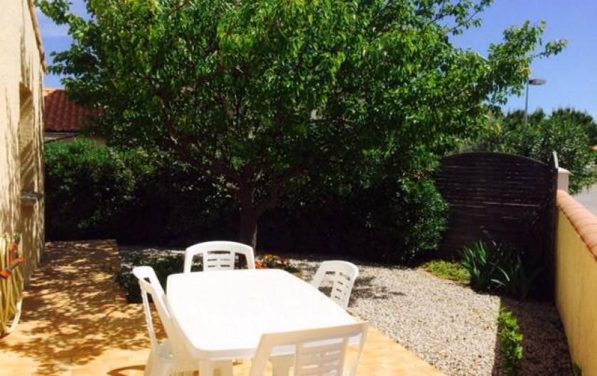 Location de vacances - Villa à Frontignan - A l'ombre de l'abricotier, vous pourrez prendre votre petit déjeuner!