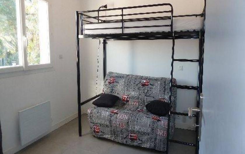 Location de vacances - Appartement à Montescot - chambre 2, 1 canapé BZ pour 2 et 1 lit simple superposé
