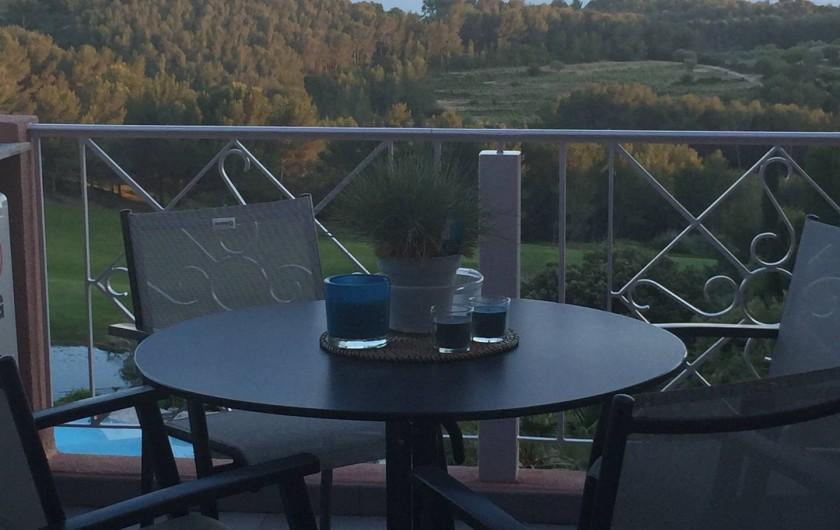Location de vacances - Appartement à Saint-Cyr-sur-Mer - Terrasse pour 4 personnes