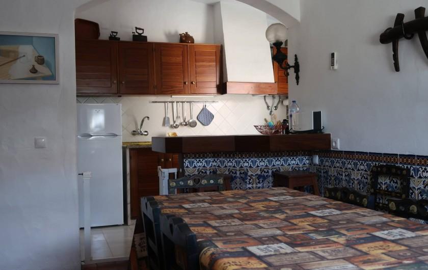 Location de vacances - Villa à Albufeira - Sale a manger avec la cuisine aux fond