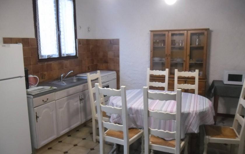 Location de vacances - Appartement à Autignac - Salle à manger et cuisine du gîte 8 pour 6 personnes