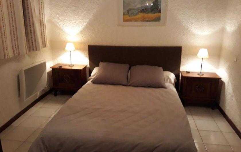 Location de vacances - Appartement à Autignac - Chambre double du gîte 2 pour 4 personnes