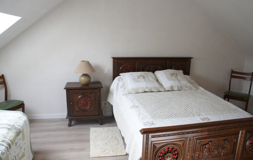 Location de vacances - Gîte à Saint-Gouéno - Chambre n°2 à l'étage Bedroom n°2 upstairs  1 lit double + 1 lit simple