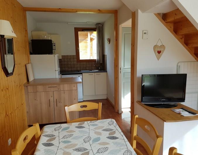 Location de vacances - Chalet à Le Dévoluy - Cuisine équipé, plaque vitrocéramique, micro-ondes/ four,  lave vaisselle....