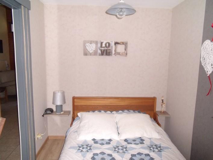 Location de vacances - Chalet à Osenbach - Chambre 1 au rez de chaussé avec un lit double 140x190