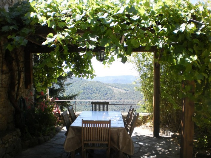 Location de vacances - Gîte à Rocles - Terrasse ombragée