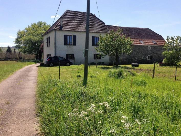 Location de vacances - Chambre d'hôtes à Puybrun - vue de l'arrière de ma maison