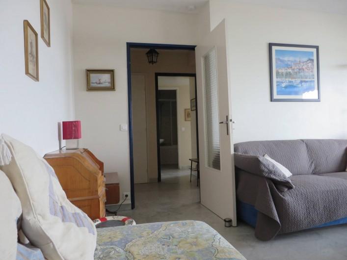 Location de vacances - Appartement à Menton - séjour et hall d'entrée et lit d'appoint