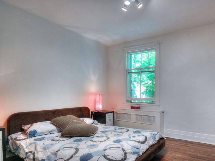 Location de vacances - Appartement à Montréal - Chambre 1 avec vue sur la cour intérieure