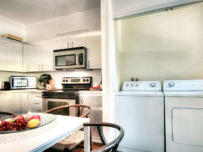 Location de vacances - Appartement à Montréal - Cuisine avec la salle de lavage