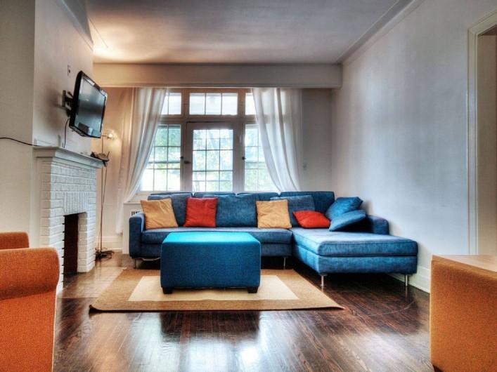 Location de vacances - Appartement à Montréal - Le salon et l'accès à la terrasse