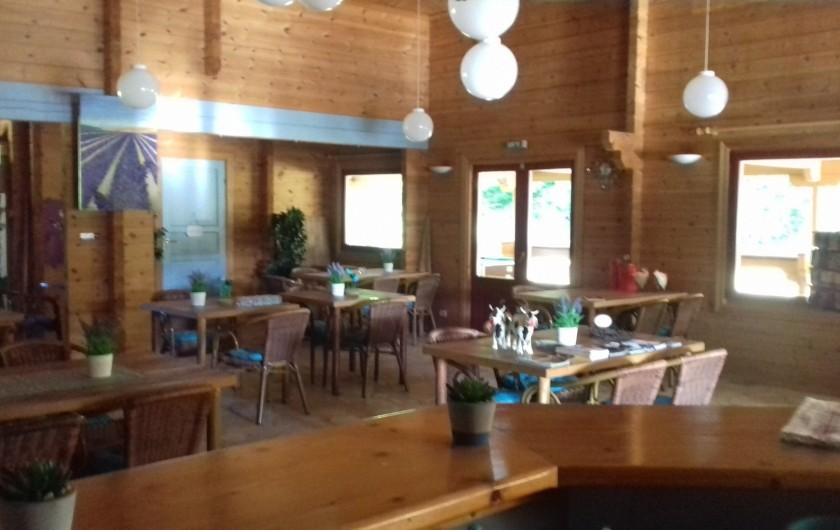 Location de vacances - Chalet à Mauroux - Bar, restaurant/snacking intérieur