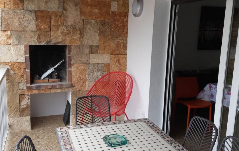Location de vacances - Appartement à Roses - Terrasse avec barbecue