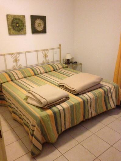 Location de vacances - Appartement à Alénya - Chambre 2 avec 2 lits 90X190