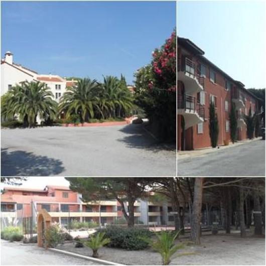 Location de vacances - Appartement à Alénya - Vue de l'ensemble de la résidence. Hotel 3 étoiles avec spa ( à G) .
