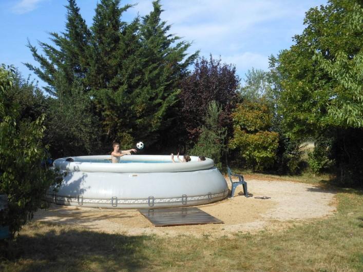 Location de vacances - Gîte à Gras - Piscine Zodiac hors sol 5,60 de diamètre uniquement en juillet et août.