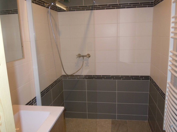 Location de vacances - Appartement à Saint-Sorlin-d'Arves - salle d'eau chambre3