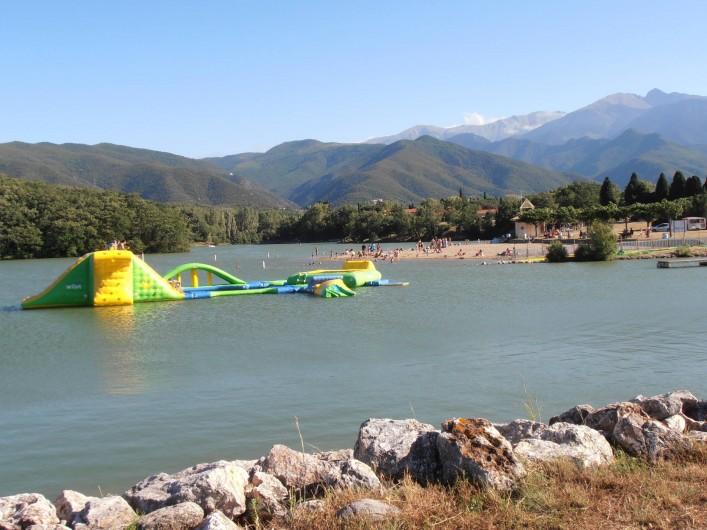 Location de vacances - Gîte à Vinça - Le lac, le sable: le rêve des enfants !