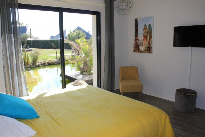 Location de vacances - Villa à Santec - chambre 2  avec salle de douche tv vue bassin  160 x190