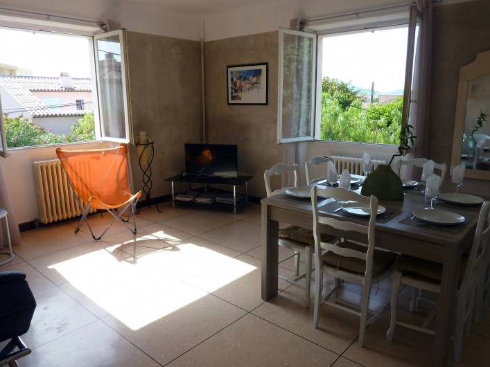 Location de vacances - Appartement à Saint-Tropez - salle à manger