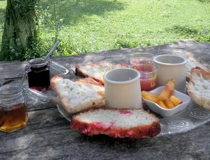 Location de vacances - Gîte à Velleron - Petit déjeuner sur l'herbe