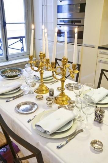 Location de vacances - Appartement à Champs-Élysées - Dîner à la française dans une cuisine entièrement équipée