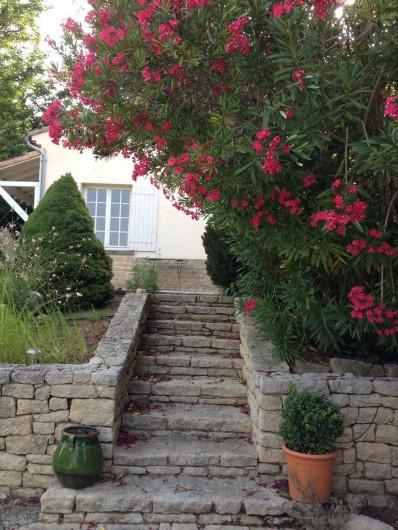 Location de vacances - Villa à Sarrians - escalier accès à l'habitation