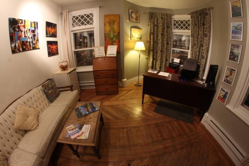 Location de vacances - Hôtel - Auberge à Ville de Québec - Notre réception et boutique d'arts locaux