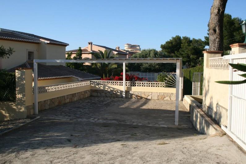 Location de vacances - Villa à Xàbia - Couvert pour 2 Voitures à l'intérieur de la propriété
