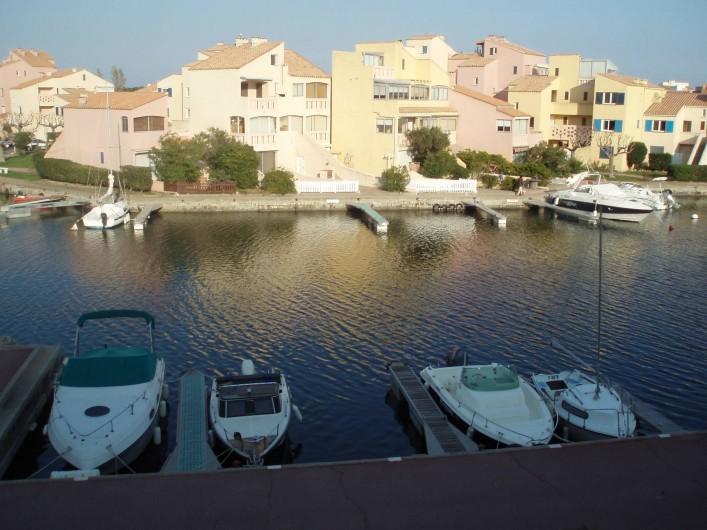 Location de vacances - Appartement à Le Barcarès - vue depuis le balcon 1