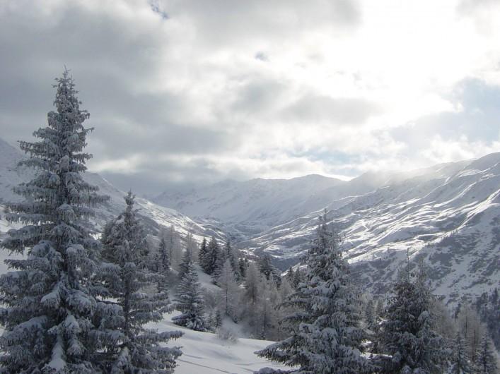 Location de vacances - Gîte à Valmeinier - Vue sur le fond de la vallée