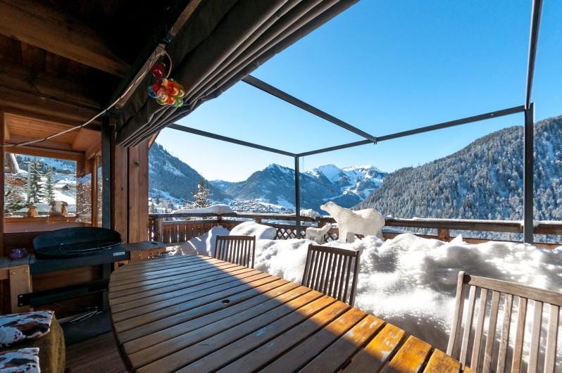 Location de vacances - Chalet à Châtel - terrasse l'hiver