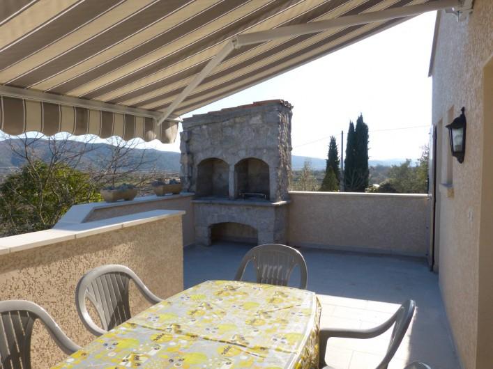 Location de vacances - Villa à Lavilledieu - Terrasse avec barbecue