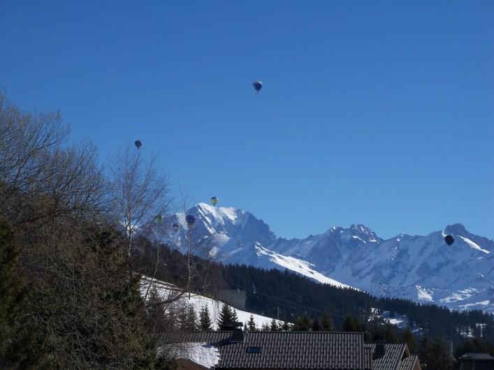 Location de vacances - Chalet à Les Saisies - Montgolfières sur le Mont-Blanc.