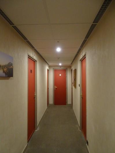 Location de vacances - Hôtel - Auberge à Albi - Couloir accès chambre