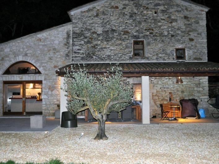 Location de vacances - Mas à Barjac - Maison de nuit