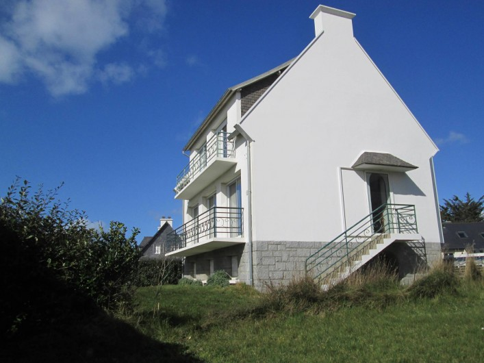 Location de vacances - Villa à Trébeurden - pignon sud est, façade sud ouest.