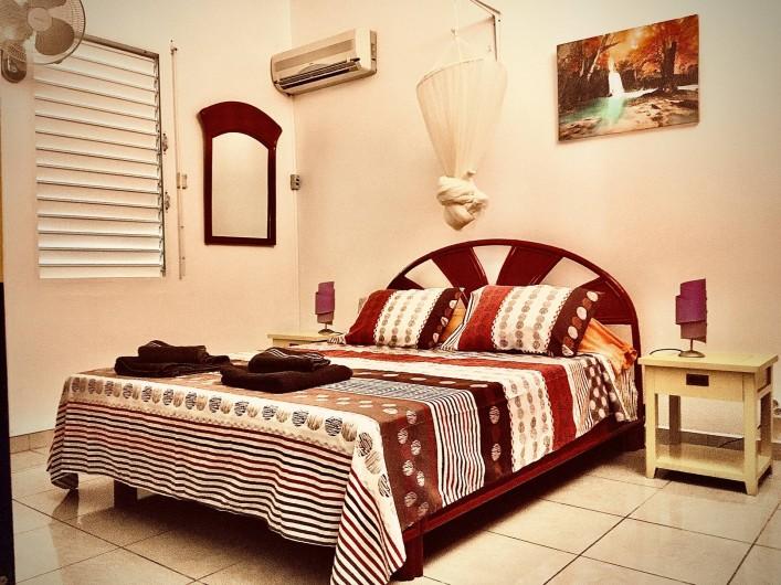Location de vacances - Villa à Douville - Chambre 1 avec un lit 160 plus 1 lit superposé.