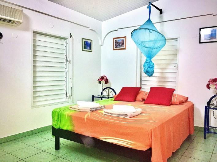 Location de vacances - Villa à Douville - Chambre 3 avec salle de bain attenante.
