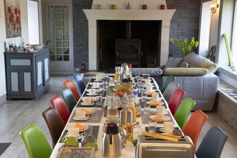 Location de vacances - Chambre d'hôtes à Simeyrols - Petit déjeuner en salle