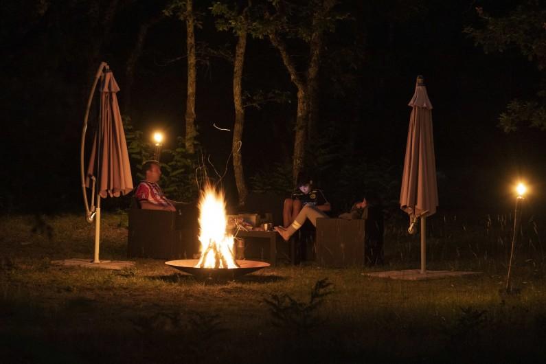 Location de vacances - Chambre d'hôtes à Simeyrols - Espace brasero dans l'ancienne truffière