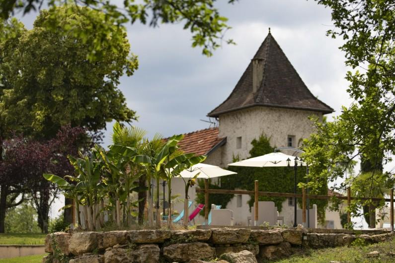 Location de vacances - Chambre d'hôtes à Simeyrols - Plage et bâtiment principal