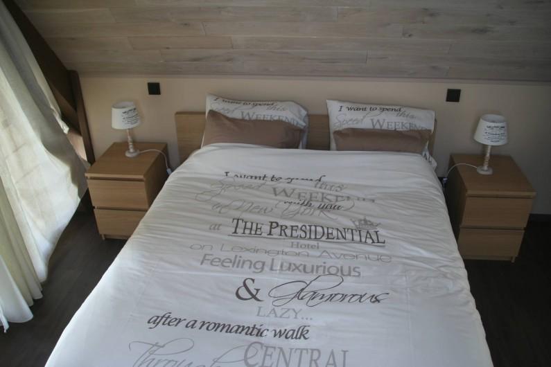 Location de vacances - Gîte à Wodecq - Literie de haute qualité , plusieurs oreillers à disposition.