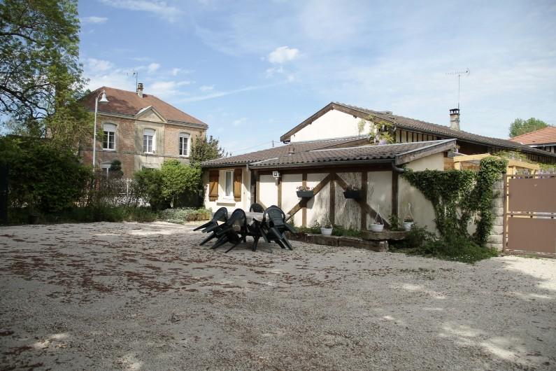 Location de vacances - Gîte à Isle-sur-Marne - cour fermée de 400 m2