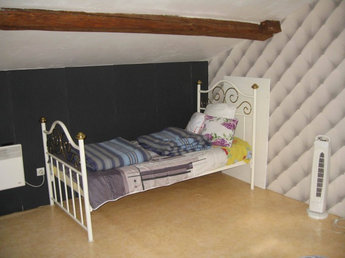 Location de vacances - Gîte à Isle-sur-Marne - chambre lit de 90 cms